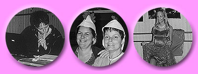 Susanne und Eva mit einer alten Kopfbedeckung - so wird man ein gackerndes Huhn