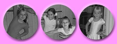 fröhliche und hoch motivierte Mädchen an der Ballettstange