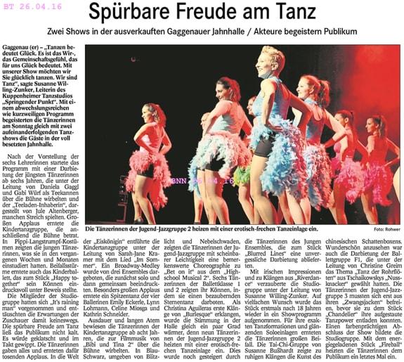 Akteure begeistern Publikum, freche Tanzeinlage, voll besetzte Jahnhalle Gaggenau